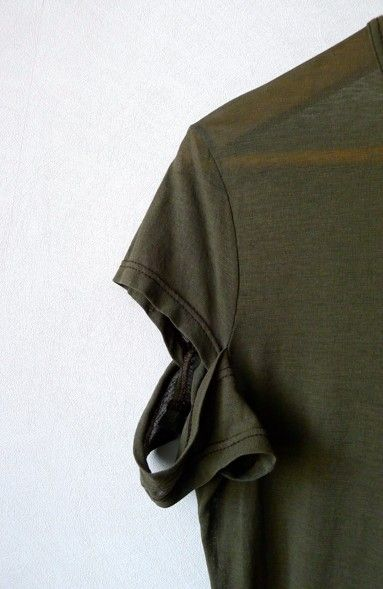 t-shirt with slashed sleeves (m) • helmut langUS $35.00