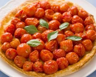 Tarte Tatin aux tomates cerise et balsamique : http://www.fourchette-et-bikini.fr/recettes/recettes-minceur/tarte-tatin-aux-tomates-cerise-et-balsamique.html