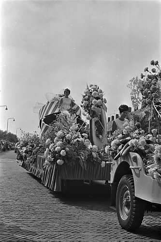 ANP Historisch Archief Community - Honselersdijk-westlandse Oogstfeesten-praalwagen
