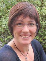 Sandra Schwelling, Jahrgang 1972, lebt mit ihrer Familie im Bodenseekreis. Nach ihrem Abitur studierte sie an der Dualen Hochschule Baden-Württemberg in Ravensburg.