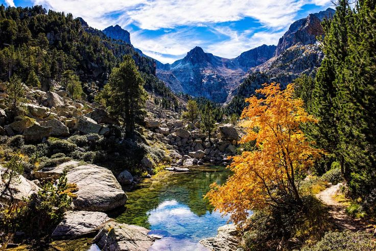Parque Nacional de Aigüestortes y Lago de San Mauricio (Lérida) - Paisajes perfectos para el otoño en España