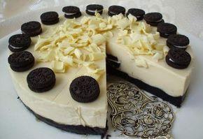 Máte rádi sušenky Oreo? Vyzkoušejte si připravit neskutečně rychlý dezert ze zmíněných sušenek. Chutný, super vypadající dort. Mňamka!