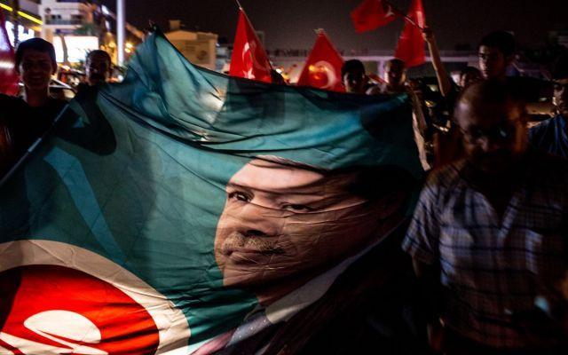 Le ragioni che hanno permesso ad Erdogan di restare al potere (...) Il colpo di Stato tentato ieri sera dai militari è fallito per almeno due ragioni: 1) il mancato appoggio delle cancellerie internazionali e 2) la ridotta visione strategica di chi ha tentato i #turchia #golpeturchia #erdogan #usa