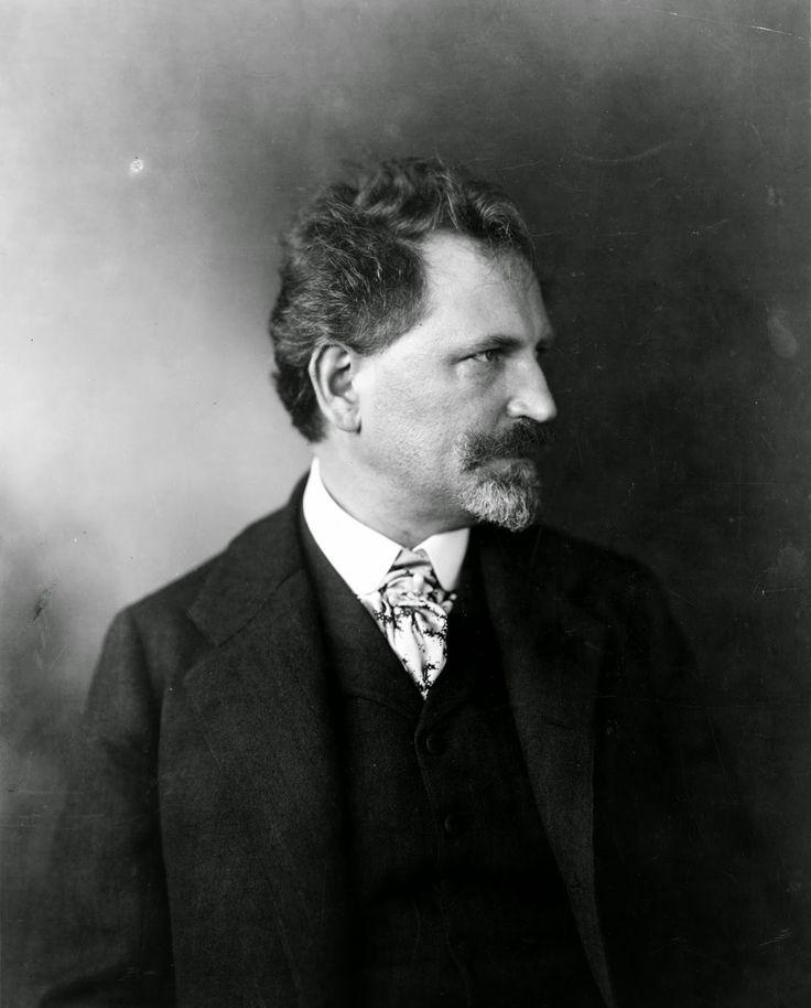 Альфонс Муха - Чешско-моравский живописец, театральный художник, иллюстратор, ювелирный дизайнер и плакатист, один из наиболее известных представителей стиля «ар нуво».