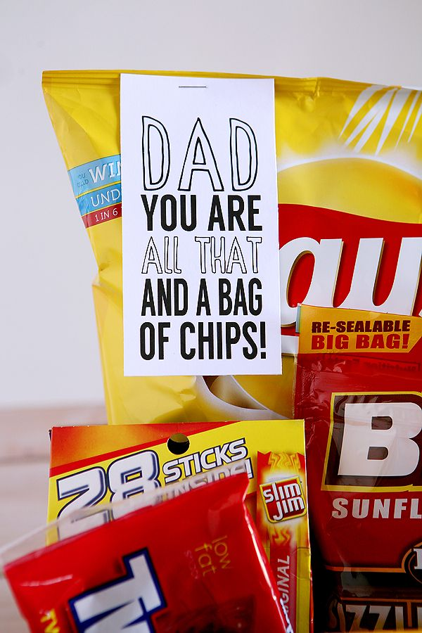 dad you are all that and a bag of chips free printable for father's day! Cute gift idea!