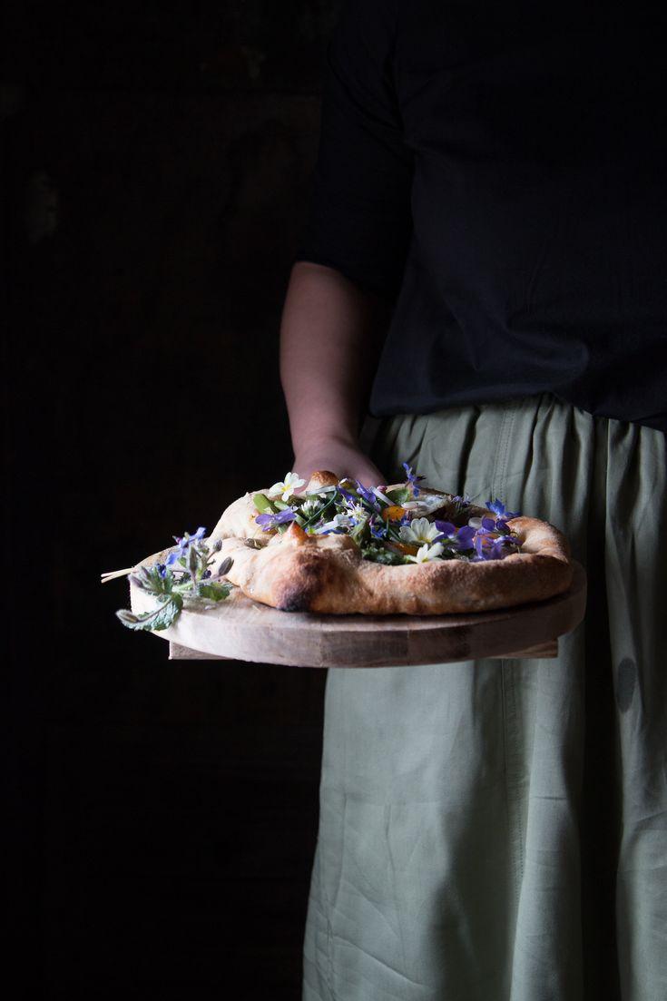 Pizza con asparagi uova di quaglia e fiori di campo | Smile, Beauty and More
