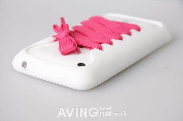 A casual shoes concept of silicone case 'Playhello iShoes' for iPhone AVING USA