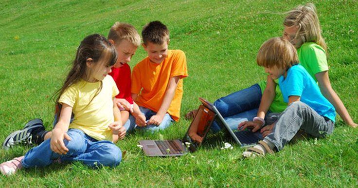 Juegos de exterior para chicos de cinco a siete años. Reúne a un grupo de cinco a siete niños y ya que hay varios juegos al aire libre que pueden jugar. Las actividades pueden incluir correr, esconderse, trabajo en equipo o habilidades individuales. La mayoría pueden ser adaptados a las edades y capacidades. Sin embargo, para que los juegos sean divertidos necesitas varios jugadores.