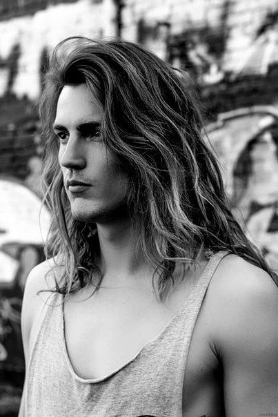 Some serious long-haired mancandy.