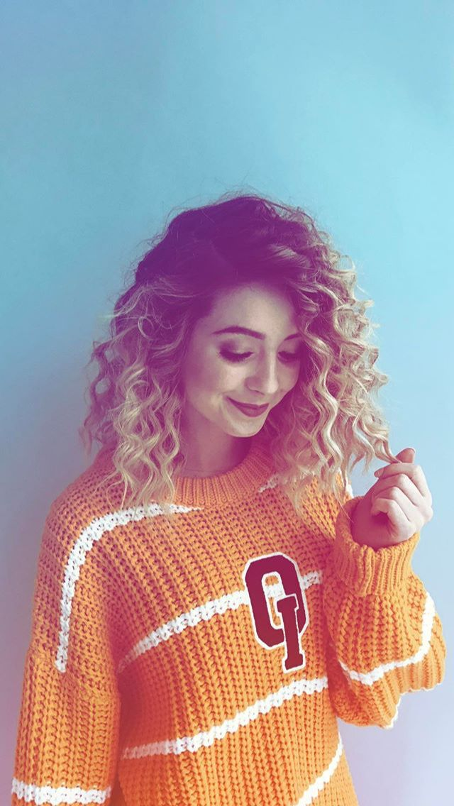 SATURDAYYY  Zoella is sooooo cute, especially with corkscrew curls (wait is that what they are?) I ❤ her sooo much!!! QOTD ~ favourite youtuber? OOTD ~ Zoella