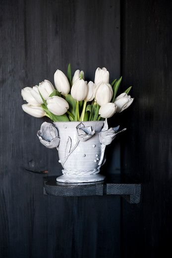 classic bulb flower inspiration. Get inspired by our moodboards and articles about flower decoration!