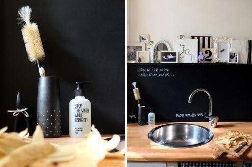 Eingeseift., Tags DIY + Bilder + Schwarz-weiß + Bilderleiste + Tafellack + schwarze Wand + Tafelwand + Seifenspender