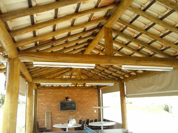 Quiosque de eucalipto e cobertura de telha cerâmica - www.cobrire.com.br #cobrire #deck #decks #pérgola #pergola #pergolas #pergolado #quiosque #cobertura #telha #palha #bambu #telhado #madeira #design #arquitetura #paisagismo #decoração #decor #architecture #archilovers #architect #wood #landscape #outdoors #style #life #lifestyle #sun #summer