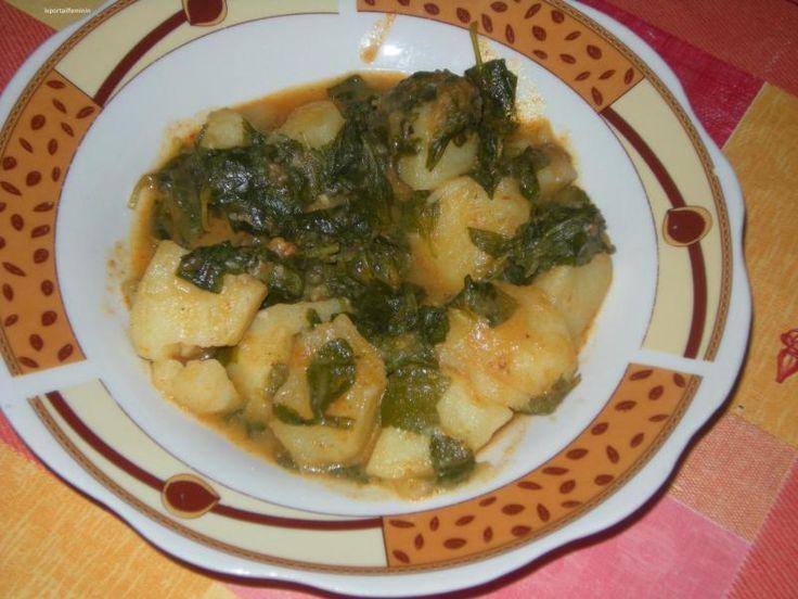 Batata fliou ; ragoût de pommes de terre au pouliot ; recette végétarienne http://leportailfeminin.e-monsite.com/blog/cuisine-algerienne/batata-bel-fliou-ragout-de-pommes-terre-au-pouliot-ou-menthe-sauvage.html