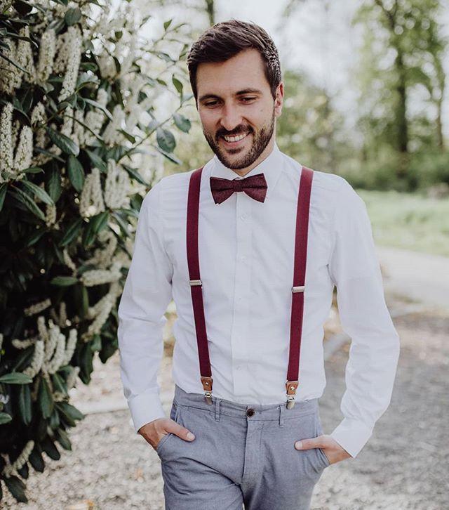 Stilsicher In Weinrot Fliege Und Hosentrager Hochzeit Hosentrager Hosentrager Outfit