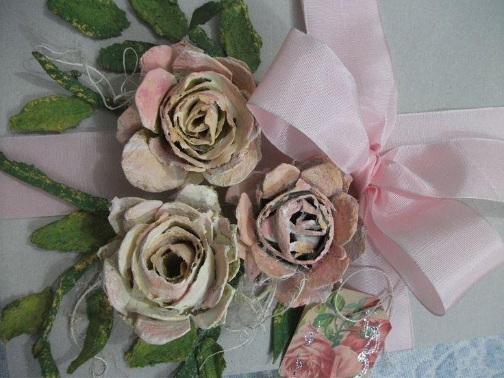 DIY: Rosas feito com caixa de ovos.vintage paper roses, carton eggs
