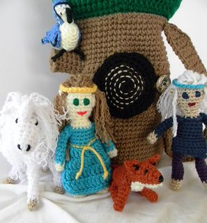 Fantasy Tree Bag w/Elves & Animal Characters by Elizabeth Mareno Another great imagination stimulator for your little ones! Encompassing Elves, Nature, Animals and Fantasy, you will find many reasons to make this pattern.