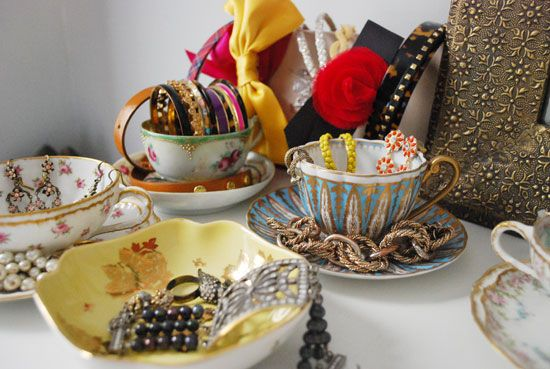 i love this idea of using vintage tea cups as jewelry holder on a vanity, chest of drawers, or side tables.