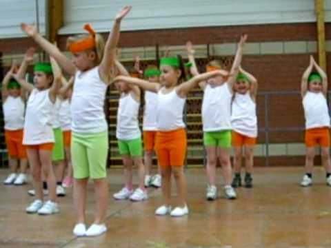 ▶ Black eyes peace classe maternelle - YouTube