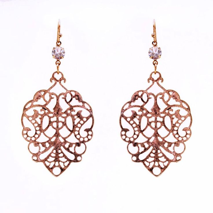 Stylish vintage silhouette earrings lightweight and the perfect accessory to dress up any outfit!  Colour: Bronze. Material: Metal alloy. Length: 7 cm. Price: €5.00