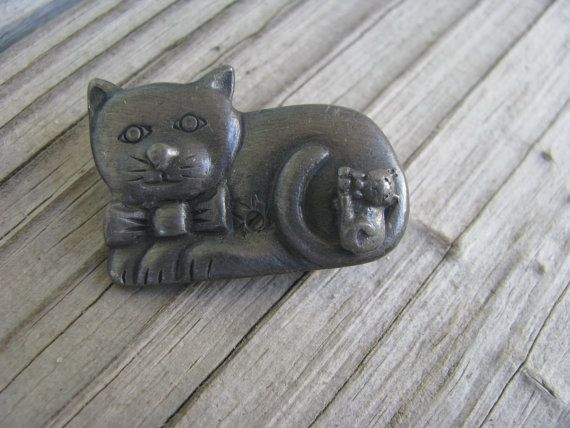Hey, I found this really awesome Etsy listing at https://www.etsy.com/listing/192386686/pewter-cat-with-one-kitten-brooch-one