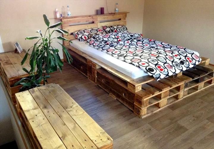 Stacked Pallet Toddler Platform Bed - 25+ Renowned Pallet Projects & Ideas | Pallet Furniture DIY - Part 2