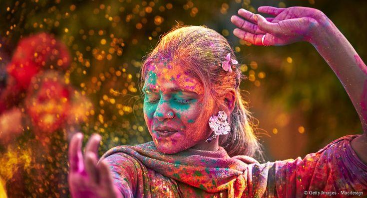 Chaque année entre février et mars l'Inde se pare de ses couleurs sacrées lors de la célèbre fête de Holi qui attire des voyageurs venus du monde entier.