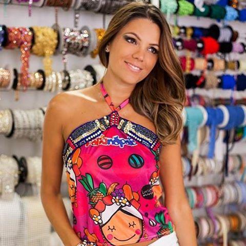 Mais uma opção de customização de abadá para vocês irem se inspirando!! Vem aqui na Boutique de Aviamentos  que temos muitas ideias e adereços  para ajudar vocês a arrasarem no @folianopolis!! #customizacao #aviamentos #moda #intafashion #boutiquedeaviamentos