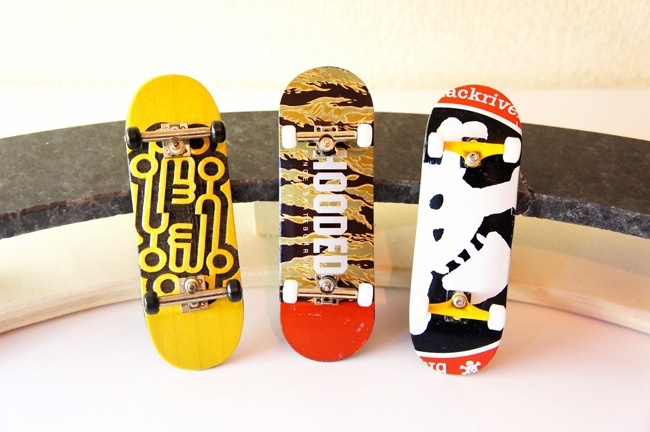 指スケ HOODED fingerskateboards