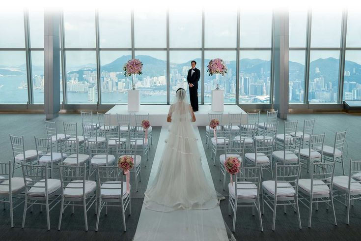 sky100 with breathtaking views of Hong Kong skyline is the perfect venue to celebrate your dream wedding. Request for proposal today.