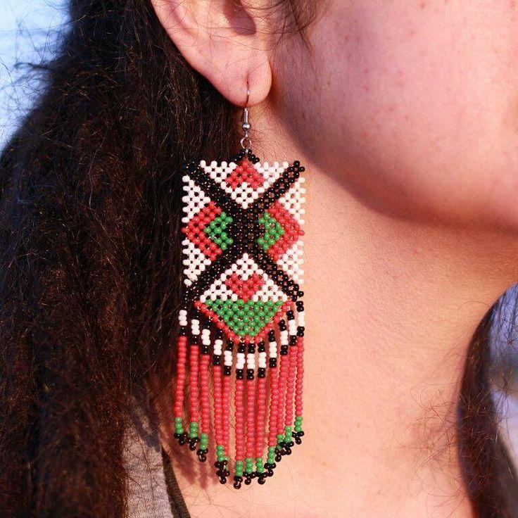 Artes Gaia - Acessórios de Miçangas. Maxi Brinco Étnico Branco de Miçangas. Artesanal e Alternativo. Tecido com duas agulhas. Inspiração: arte indígena Kayapó.