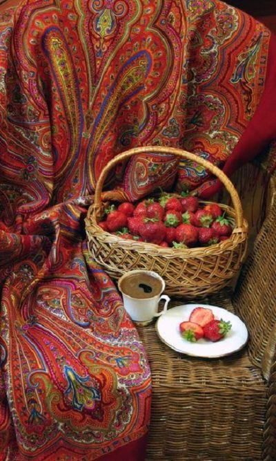 A still life with Russian Pavlovsky Posad shawl and a basket of berries. #folk #beauty #Russian #shawl