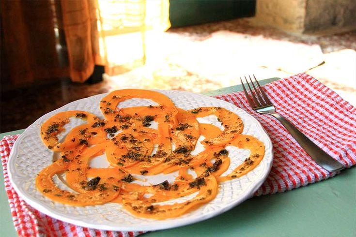 Carpaccio di zucca cruda alle erbe aromatiche.  Raw pumpkin carpaccio with erbs oil.  #RawFood #crudismo #vegan #RicetteCrudiste