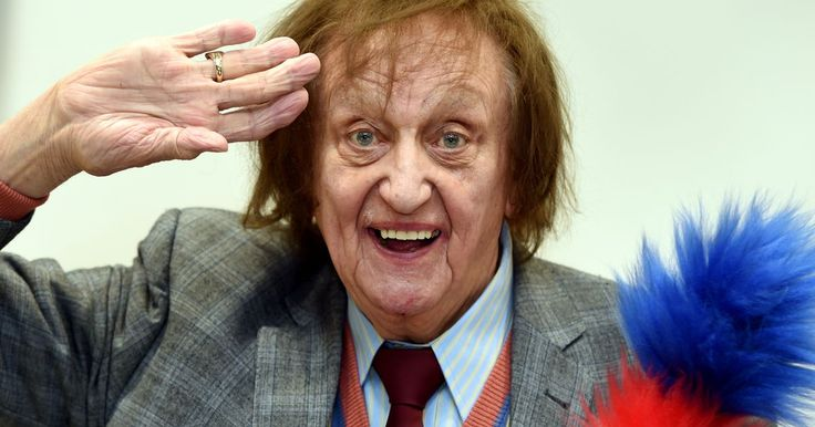 Ken Dodd is made Sir Ken in the New Year's Honours - Liverpool Echo