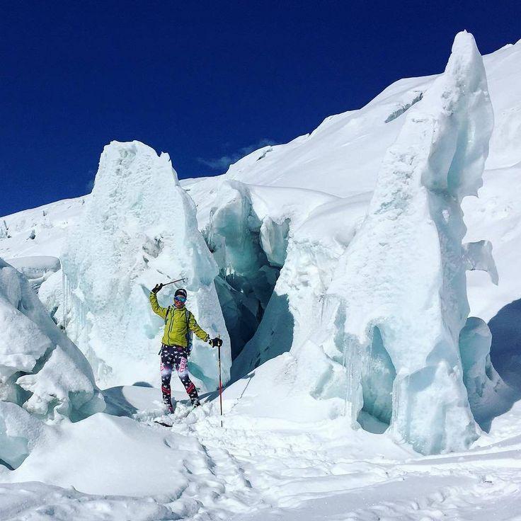 L'era glaciale ❄️😃 *** credit to @bielerina  #icegirl #lostvalley #monterosa #liveskirepeat #dawnpatrol #humanpoweredadventures #humanpowered #skitouring #mthood #mydps #expandyourplayground #showusyourbird #builtforbackcountry #optoutside #goatworthy #skiuphill #arcteryx #powhub #earnyourturns #traveloregon #oregonisawesome #snowtime #extremecold #ice #skier #outdoorentertainment #ice #freeski