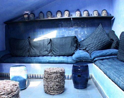 http://www.nightlife.ca/2012/03/20/10-facons-de-rafraichir-son-look-ou-sa-deco-avec-un-bleu-profond