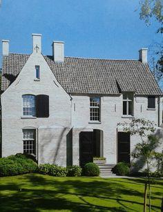 Kempisch, wit gekeimde oude stenen, oude dakpannen en geroneveerde muurankers 42 Repins 1 like