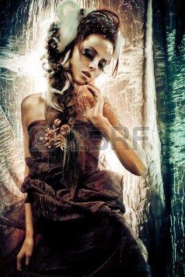 Vogue stijl portret van een vrouw met gouden make-up Stockfoto