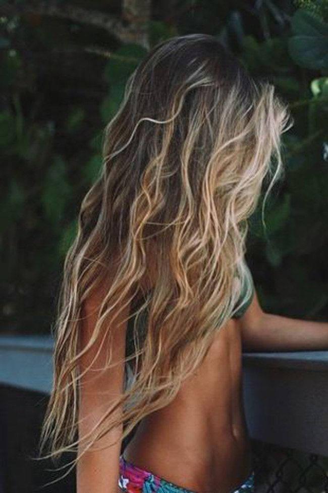 Summer, sun, surfer look: casual beach waves for re-styling