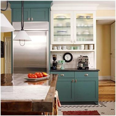 Loves kitchens where the upper and lower cabinets are two for Kitchen cabinets 2 colors