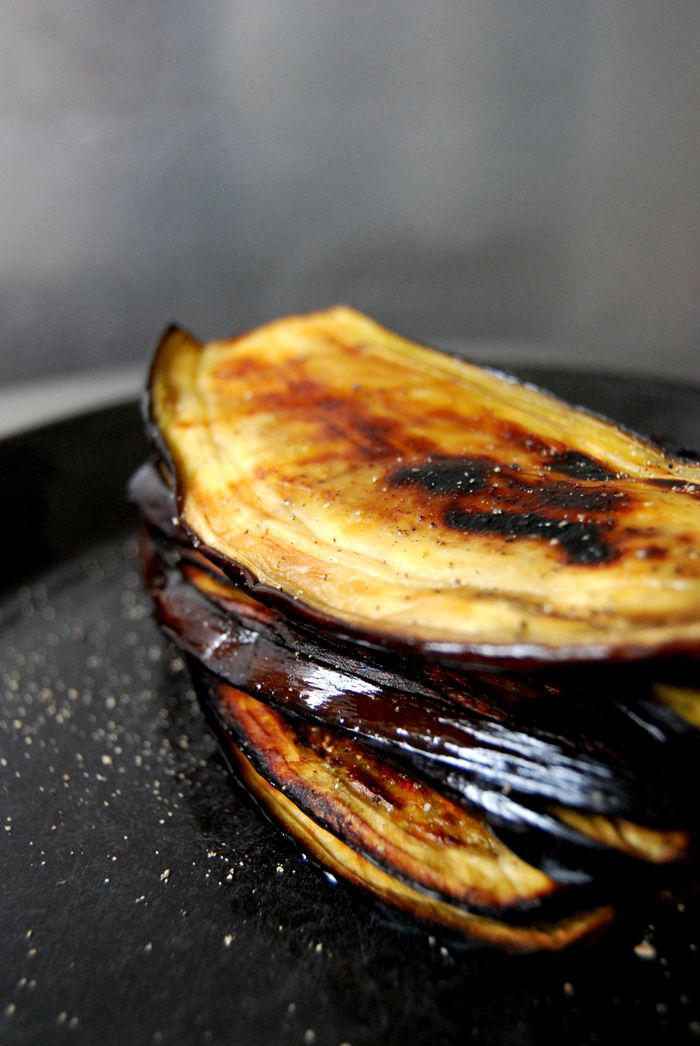 eat in my kitchen ° Grilled Aubergine for a Sabih, a Sandwich with Hummus, Egg and Grilled Aubergine