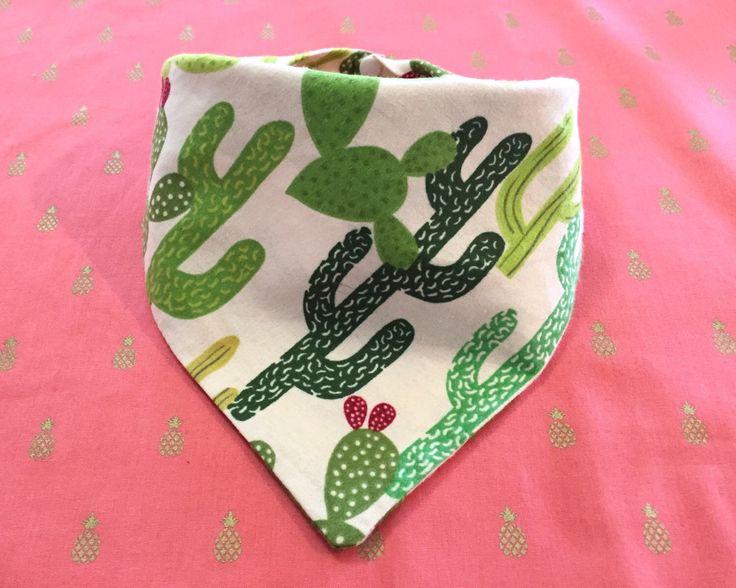 Bandana de perro cactus de InnerSparkleShoppe en Etsy https://www.etsy.com/es/listing/285490221/bandana-de-perro-cactus                                                                                                                                                                                 Más
