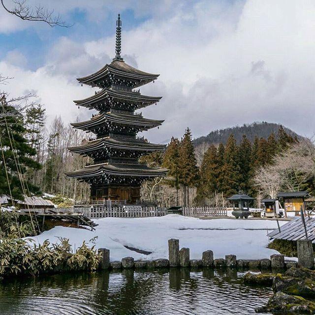 "Reposting @jerfareza: ""Towering in white"" The pagoda in Jogi-nyorai, a temple located in the mountains near Sendai.#beautiful #temple #japan"