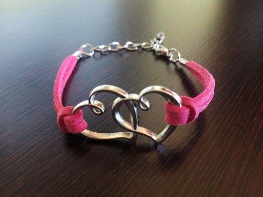 Pulsera corazones en rosa