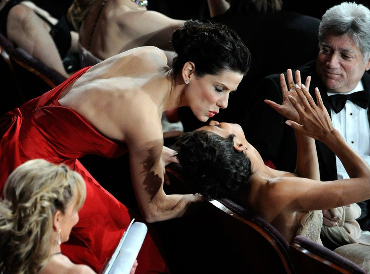 Sandra Bullock Kisses Halle Berry  Sandy the best actress and woman S...