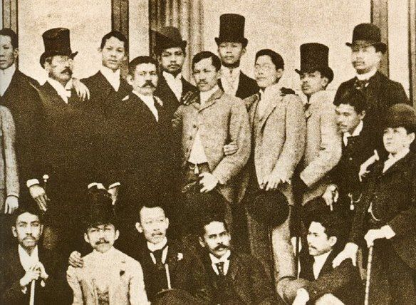A group picture with Jose Rizal in Madrid. Beside Rizal is Marcelo H. Del Pilar. (bayaniart.com)