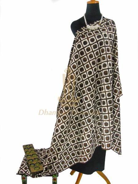 IDR: 150k | Kain Batik Cap Sogan | Motif Sidomulyo | Ukuran kain:  2,05m x 1,15m | Kode: 331 | Note: Item dijual tidak termasuk aksesoris dan kalung yang terlampir di foto. #batik #dhamparkencono #solo #indonesia #boutique #batikcap