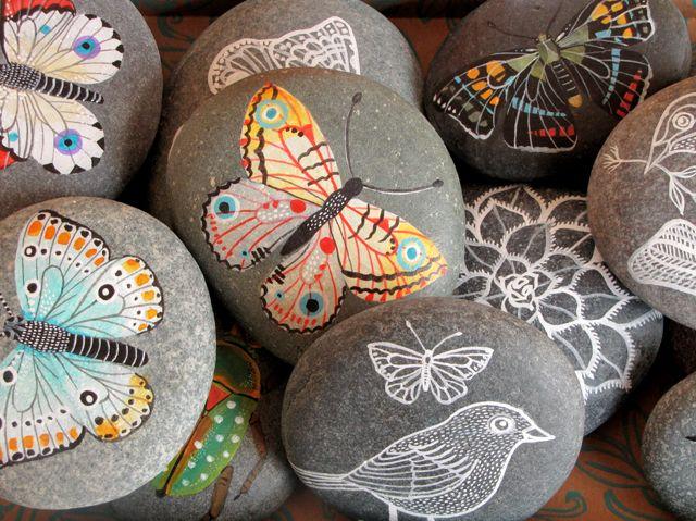 stones: Paintings Pebble, Gardens Stones, Painted Stone, Paintings Rocks, Paintings Stones, Stones Paintings, Paintings Fabrics, Rocks Art, Rocks Paintings