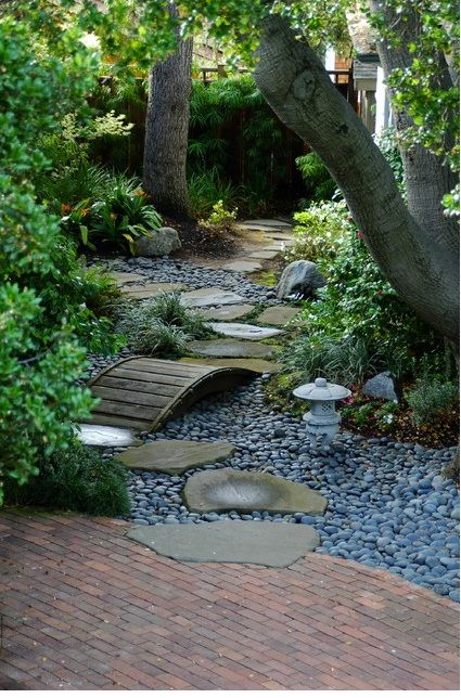 Backyard Zen Graden Idea. This would be neat to try something like this! This website has a lot of backyard japanese garden ideas and photos! http://www.houzz.com/designing-backyard-japanese-garden/p/24