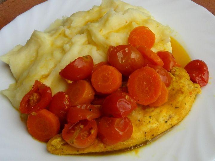 Kuřecí maso na medu z mrkví a rajčaty